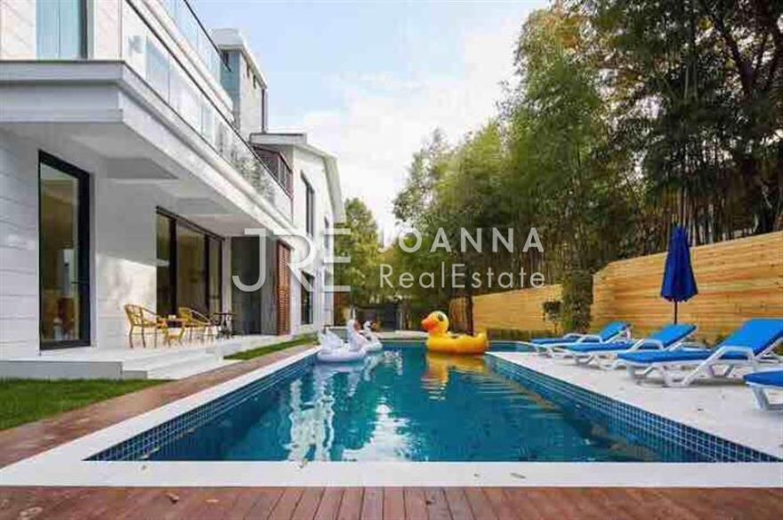Celebrity Villa