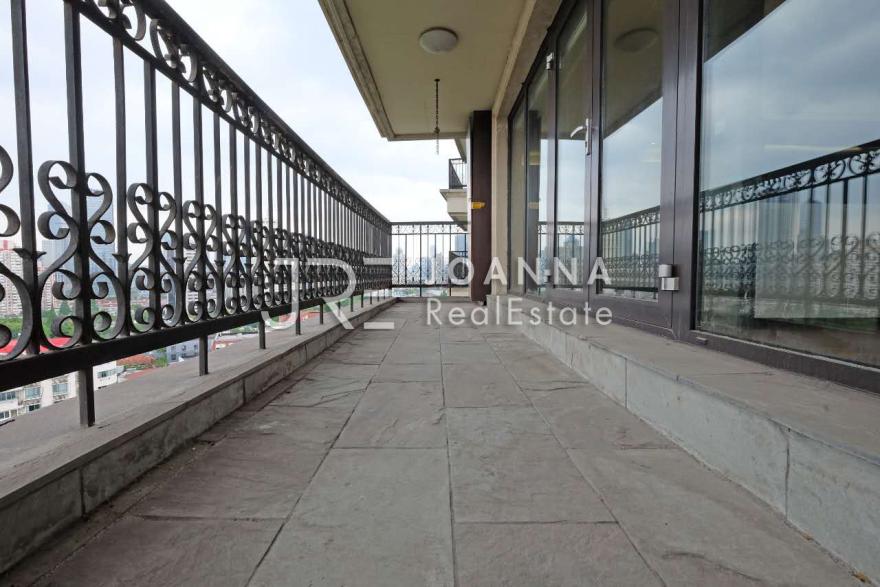 Zhi Plaza