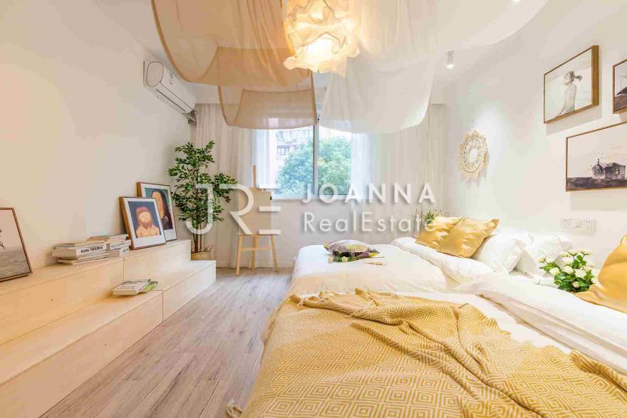 Zhengli Apartment